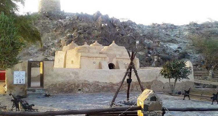 প্রাচীনতম মাটির মসজিদ 'আল বিদিয়া'